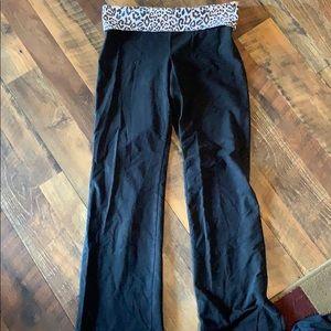 PINK Leopard flare leggings